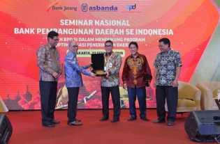 Korsupgah KPK RI Bersama Dirut Bank Riau Kepri Menjadi Narasumber Seminar Nasional di Solo