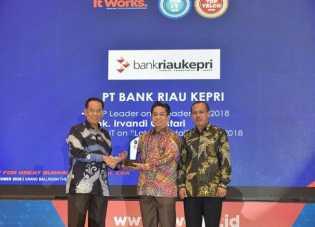 Lagi Bank Riau Kepri Raih 2 Penghargaan Tertinggi Pada Ajang TOP IT & TELCO 2018