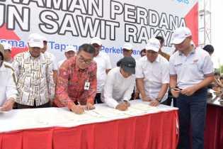 Bersama Menteri BUMN Dirut Bank Riau Kepri Teken MOU