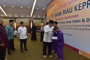 Sempena HUT 52 Bank Riau Kepri Berikan Santunan Kepada 1115 Anak Yatim. Dok. Brk