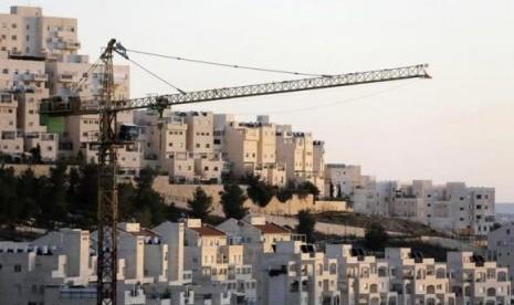 Pemukilm Ilegal Israel Geledah Warga Palestina