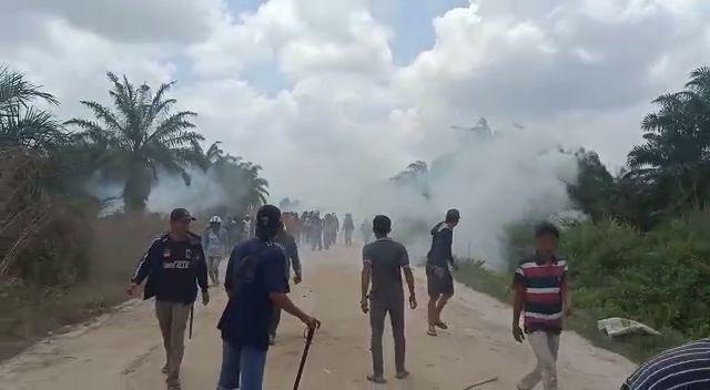 Bentrok Eksekusi Lahan di Pelalawan Warga dan Polisi Terluka