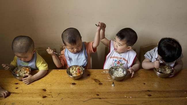 China Longgarkan Aturan Adopsi Anak