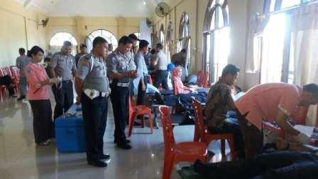 Sambut HUT ke-70 Bhayangkara, Kapolres Rohul dan Personel Donorkan Darah