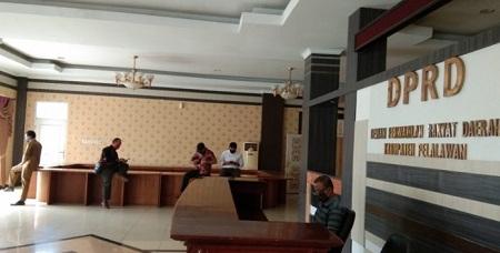 Adi Sukemi Jelaskan Alasan Mengapa Kursi Tamu di Kantor DPRD Pelalawan Dipindahkan