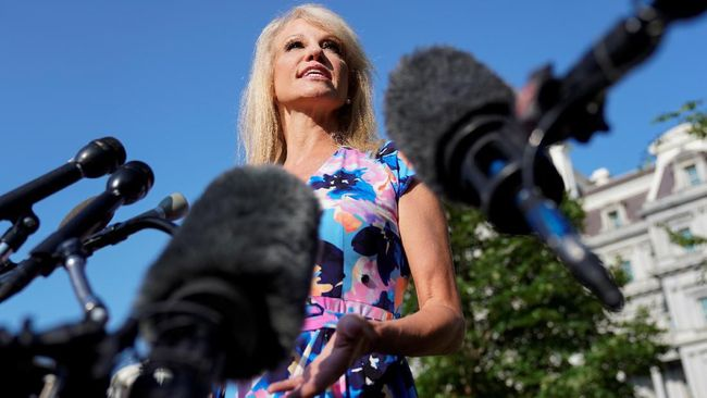 Dicecar Pewarta, Penasihat Trump Tanya Balik Etnis Jurnalis