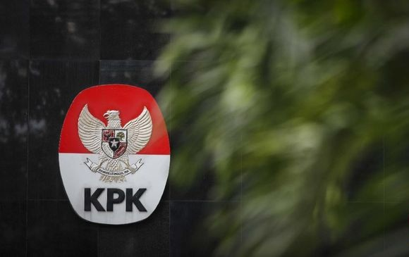 KPK Eksekusi Direktur Pemasaran PTPN III ke Lapas Surabaya