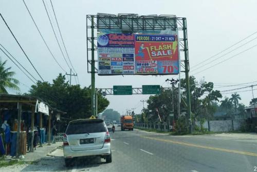 Niat Baik Pemko Pekanbaru Menebang Reklame Bando Ilegal Dipertanyakan
