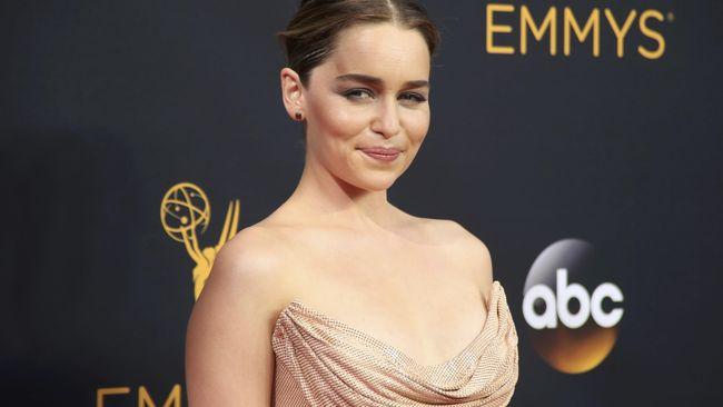 Emilia Clarke Ungkap Alasan Tolak Tawaran Film 'Fifty Shades'
