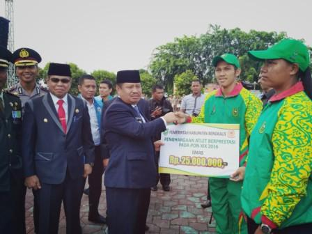 Atlet PON dan Kafilah MTQ Berprestasi Bengkalis Terima Bonus
