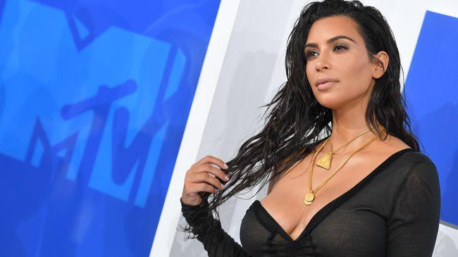 Pose ala Jackie Kennedy, Kim Kardashian Dihujat Netizen