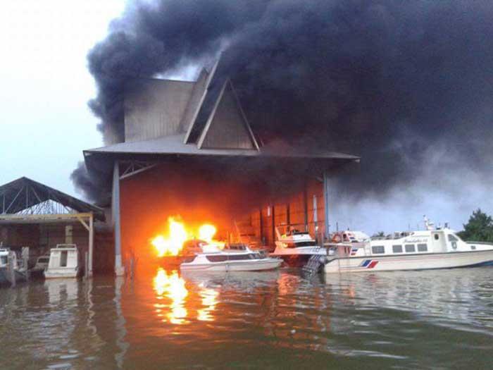Dua Speedboat Pemkab Bengkalis Ludes Terbakar