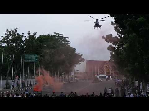 Video: Aksi Keren Prajurit Paskhas Terjun dari Helikopter Tempur di Tengah Jalan Raya Pekanbaru