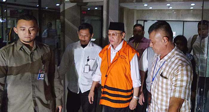 Mantan Ketua DPRD Riau, Johar Firdaus Ditahan KPK