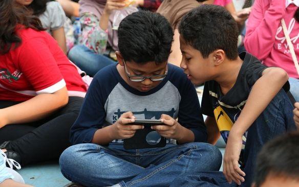 Anak-anak 'Generasi Gadget' dan Tantangan Pola Asuh