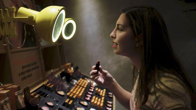Trik Jitu Pilih Warna Lipstik Paling Cantik