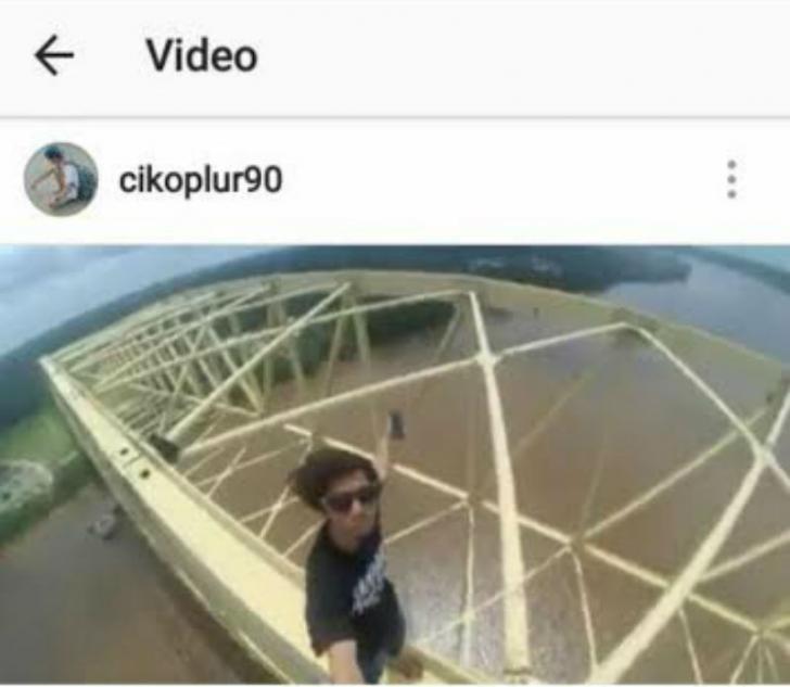 Selfie di Puncak Jembatan Teluk Masjid-Siak Mengundang Reaksi Netizen