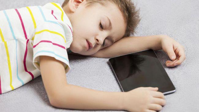 Pakai Ponsel Sebelum Tidur Ganggu Kesehatan Mental Remaja