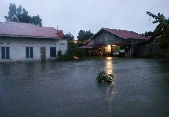 Rumah Terendam Banjir, Warga Sialang Munggu Diungsikan ke Musala