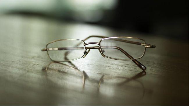 Cara Membersihkan Kacamata untuk Cegah Penularan Corona