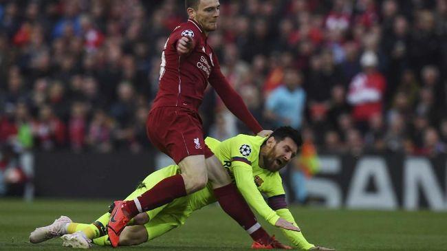 Messi Sempat Toyor Balik Robertson
