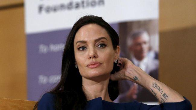 Angelina Jolie Marah Dituduh Eksploitasi Anak-anak Kamboja