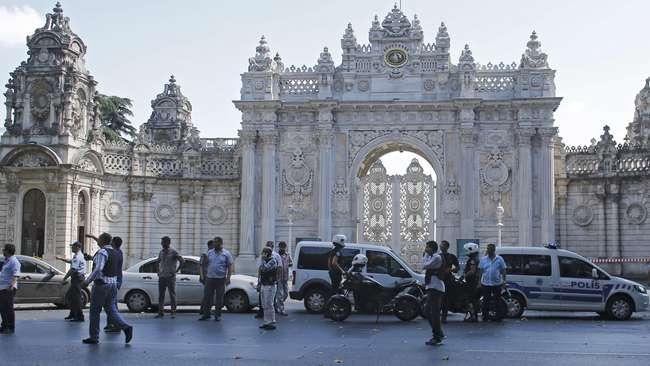 Istana Istanbul Diserang Kelompok Bersenjata