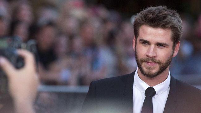 Syuting Film Baru, Liam Hemsworth 'Ditabrak' Taksi