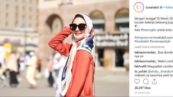Pulang Umrah, Luna Maya Jualan Hijab
