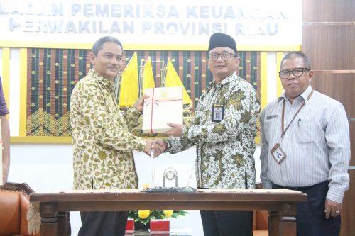 Penyerahan LHP Belanja Modal Infrastruktur kepada Pemprov dan DPRD Riau