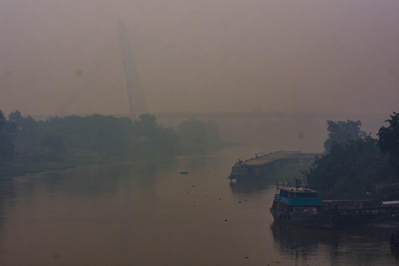 Kabut Asap 'Telan' Jembatan Siak IV