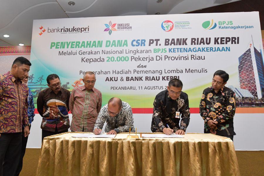 Bank Riau Kepri Salurkan Dana CSR Kepada 20 Ribu Tenaga Kerja Dalam Program GN Lingkaran