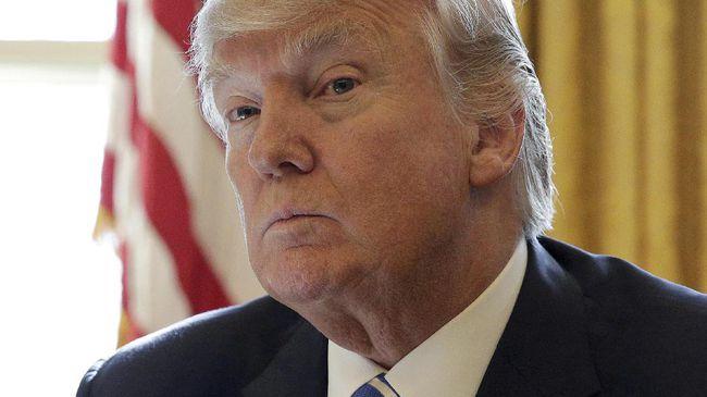 Donald Trump Palsukan Sampul Majalah 'Time' dengan Wajahnya