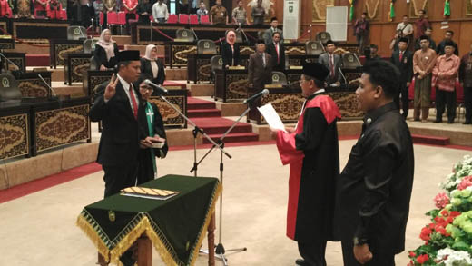 Pelantikan Kordias Pasaribu Sebagai Pimpinan DPRD Provinsi Riau