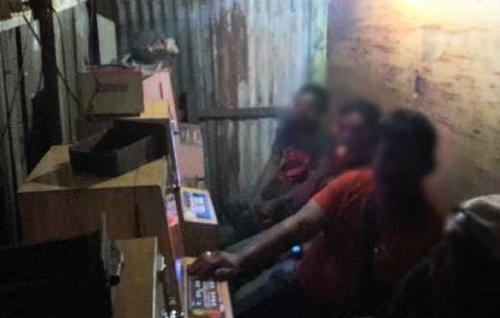 Empat Orang Lagi Asik Main Judi Mesin Jackpot dalam Gubuk Kayu di Dumai Diangkut