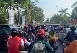 Akibat PPKM, Kendaraan Mengular di Fly Over Nangka-Sudirman Pekanbaru