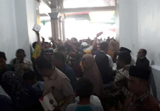 Pelantikan Anggota DPRD Siak Diwarnai Rebutan Nasi Kotak