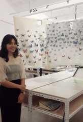 Seniman Intan Prisanti Bikin Instalasi Kupu-kupu dari Kulit Kayu