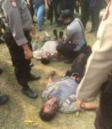 Ribuan Mahasiswa Jebol Pagar Kantor Gubernur, Dua Aparat Polisi Dilarikan ke RS