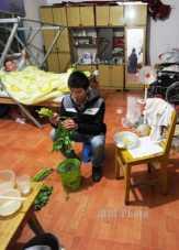 Kisah Guo Shijun Seorang Mahasiswa Tiongkok Merawat Ayahnya yang Lumpuh