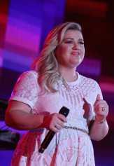 Selamat! Kelly Clarkson Hamil Anak Kedua