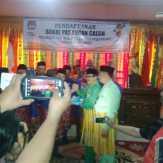 Syahril-Zohrin Pasangan Pertama Mendaftar di KPU Pekanbaru