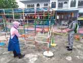 Antisipasi Penyebaran Covid19, Polres Kepulauan Meranti dan Bhayangkari Semprot Cairan Disinfektan.