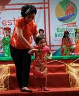 Bergaya Bak Model, Balita Tionghoa Ramaikan Cap Go Meh di Pasuruan