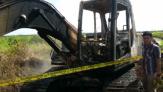 Terparkir, Satu Unit Alat Berat Ludes Terbakar di Desa Merbau Pelalawan