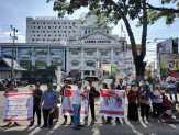 Puluhan Pendukung Jokowi Ikut Sambut Kedatangan Prabowo