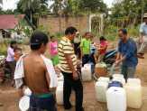 Musim Kemarau, Tokoh Masyarakat di Sialang Rindang Bagi-bagi Air Bersih Gratis