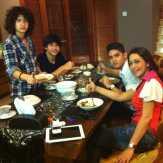 Maia Estianty Sahur dengan Al, El, dan Dul