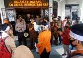 Mahasiswa Demo ke Kejari Inhu Minta Usut Dugaan Korupsi Alkes dan Bankeu