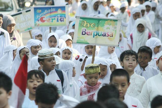 Sambut Ramadan, Ratusan Siswa SD di Surabaya Adakan Pawai